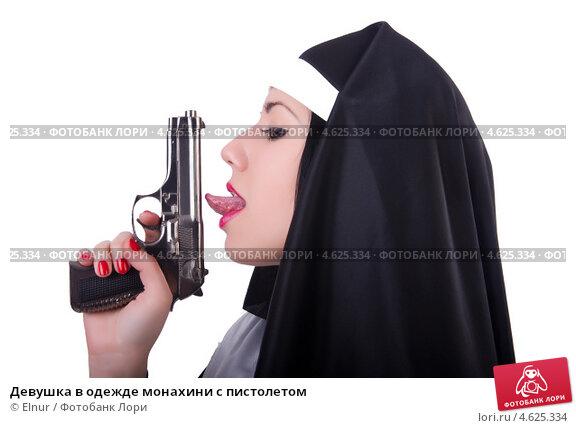 Лижет под пистолетом фото