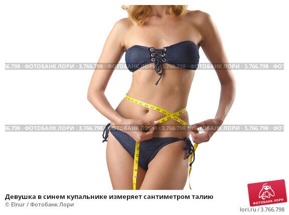 primeryayut-devushki-kupalnik