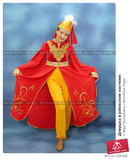 Девушка в узбекском  костюме, фото № 254422, снято 29 февраля 2008 г. (c) Вера Тропынина / Фотобанк Лори