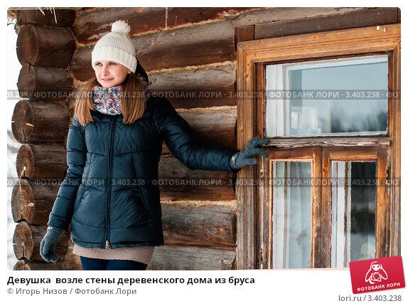 derevenskaya-zhenshina-doma-odna