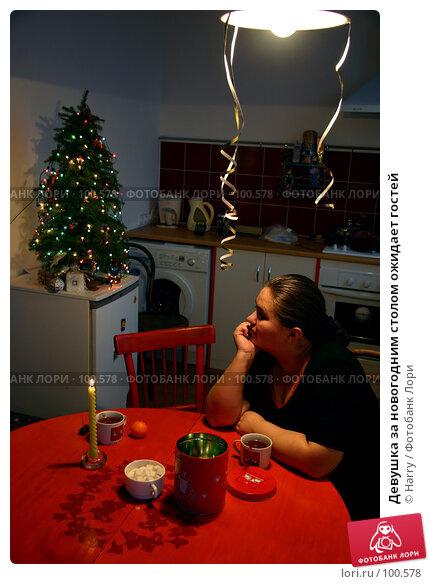 Девушка за новогодним столом ожидает гостей, фото № 100578, снято 26 декабря 2004 г. (c) Harry / Фотобанк Лори