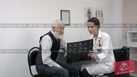 Купить «Doctor explaining x-ray results to patient.», видеоролик № 28577590, снято 20 июня 2016 г. (c) Vasily Alexandrovich Gronskiy / Фотобанк Лори