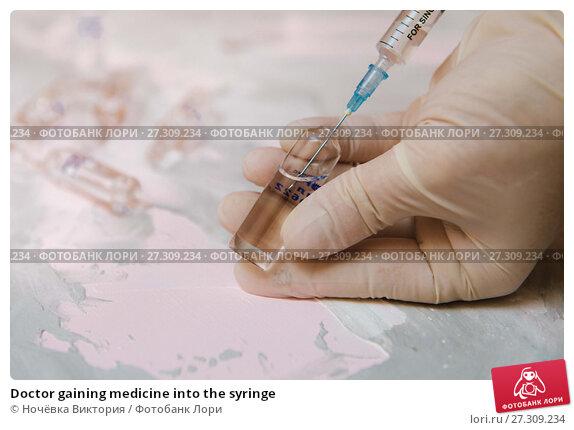 Купить «Doctor gaining medicine into the syringe», фото № 27309234, снято 15 декабря 2017 г. (c) Ночёвка Виктория / Фотобанк Лори