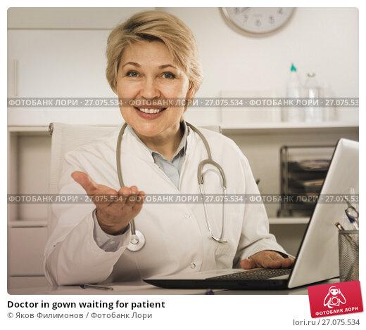 Купить «Doctor in gown waiting for patient», фото № 27075534, снято 21 ноября 2017 г. (c) Яков Филимонов / Фотобанк Лори