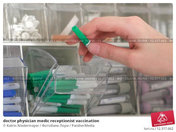 Купить «doctor physician medic receptionist vaccination», фото № 12317662, снято 26 февраля 2018 г. (c) PantherMedia / Фотобанк Лори