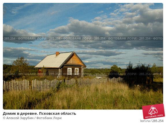 Домик в деревне. Псковская область, фото № 285254, снято 8 сентября 2007 г. (c) Алексей Зарубин / Фотобанк Лори