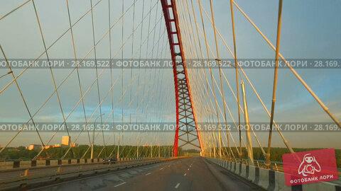 Купить «Driving along Bugrinsky bridge over river Ob in Novosibirsk at early morning», видеоролик № 28169522, снято 18 июня 2016 г. (c) Serg Zastavkin / Фотобанк Лори