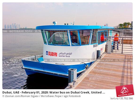 Dubai, UAE - February 01, 2020: Water bus on Dubai Creek, United ... Стоковое фото, фотограф Zoonar.com/Roman Sigaev / age Fotostock / Фотобанк Лори