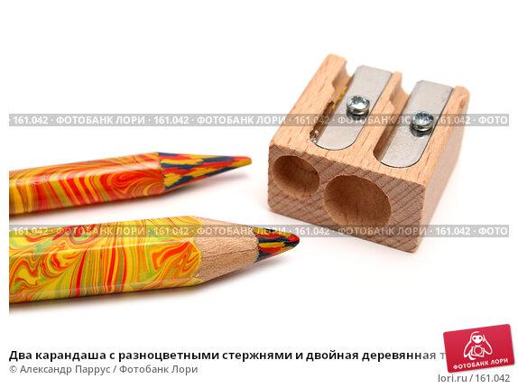 Два карандаша с разноцветными стержнями и двойная деревянная точилка, фото № 161042, снято 9 октября 2006 г. (c) Александр Паррус / Фотобанк Лори