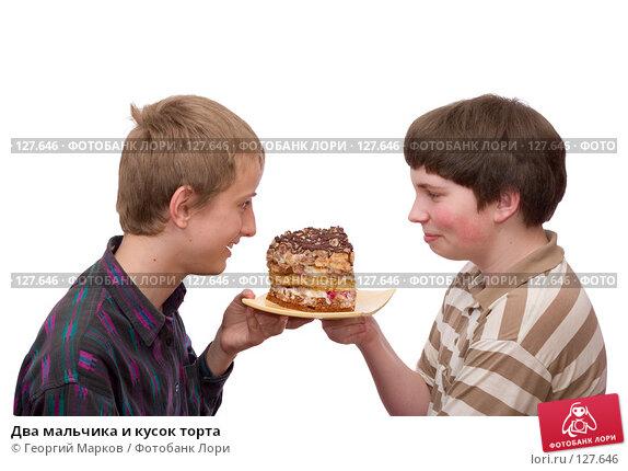 Два мальчика и кусок торта, фото № 127646, снято 28 мая 2006 г. (c) Георгий Марков / Фотобанк Лори