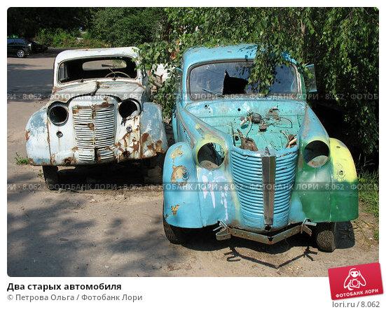 Два старых автомобиля, фото № 8062, снято 22 июня 2006 г. (c) Петрова Ольга / Фотобанк Лори