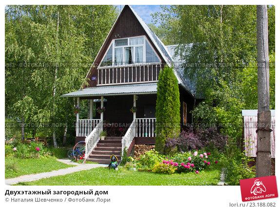 Купить «Двухэтажный загородный дом», эксклюзивное фото № 23188082, снято 3 июля 2015 г. (c) Наталия Шевченко / Фотобанк Лори
