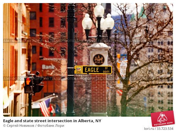 Купить «Eagle and state street intersection in Alberta, NY», фото № 33723534, снято 20 апреля 2018 г. (c) Сергей Новиков / Фотобанк Лори