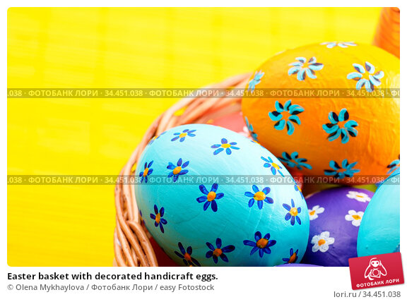 Easter basket with decorated handicraft eggs. Стоковое фото, фотограф Olena Mykhaylova / easy Fotostock / Фотобанк Лори