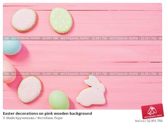 Easter decorations on pink wooden background. Стоковое фото, фотограф Майя Крученкова / Фотобанк Лори