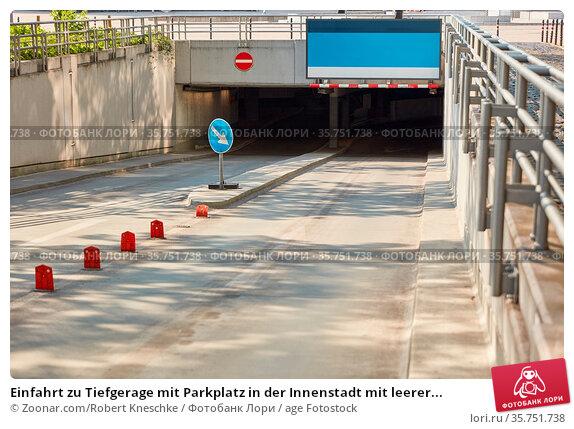 Einfahrt zu Tiefgerage mit Parkplatz in der Innenstadt mit leerer... Стоковое фото, фотограф Zoonar.com/Robert Kneschke / age Fotostock / Фотобанк Лори