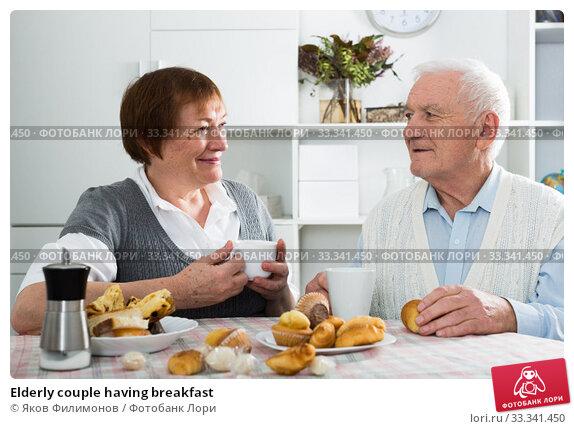 Elderly couple having breakfast. Стоковое фото, фотограф Яков Филимонов / Фотобанк Лори