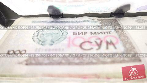Купить «Electronic money counter machine is counting the Uzbekistan sum», видеоролик № 28256406, снято 31 января 2010 г. (c) Куликов Константин / Фотобанк Лори