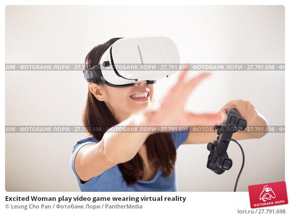 Купить «Excited Woman play video game wearing virtual reality», фото № 27791698, снято 22 октября 2018 г. (c) PantherMedia / Фотобанк Лори