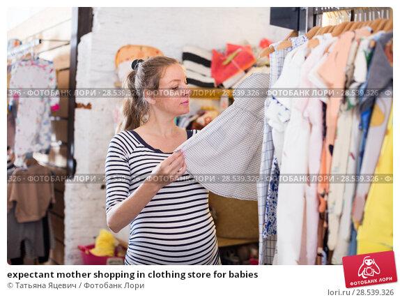 Купить «expectant mother shopping in clothing store for babies», фото № 28539326, снято 6 апреля 2017 г. (c) Татьяна Яцевич / Фотобанк Лори