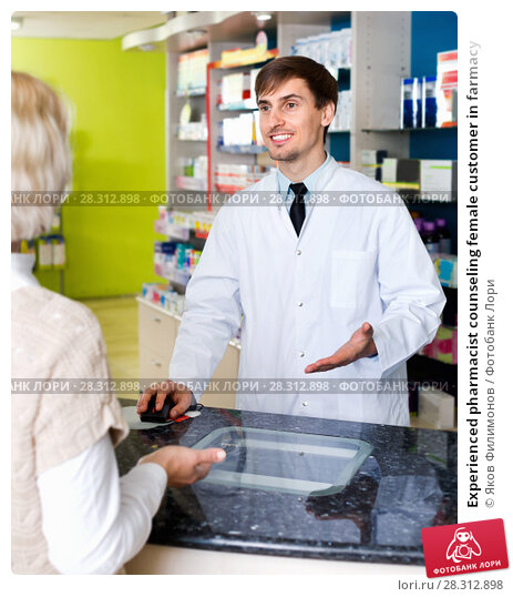 Купить «Experienced pharmacist counseling female customer in farmacy», фото № 28312898, снято 23 апреля 2019 г. (c) Яков Филимонов / Фотобанк Лори