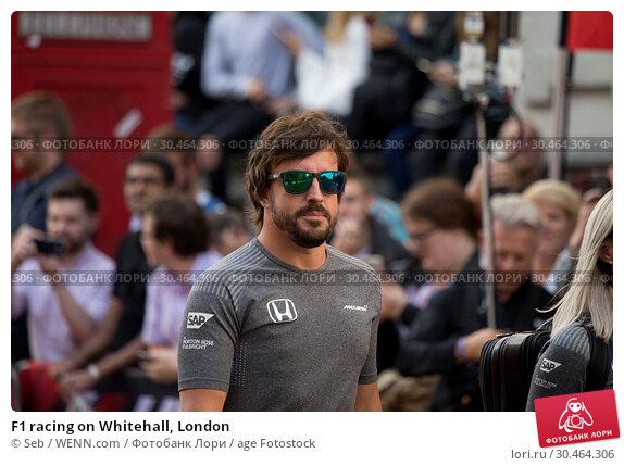 F1 racing on Whitehall, London (2017 год). Редакционное фото, фотограф Seb / WENN.com / age Fotostock / Фотобанк Лори