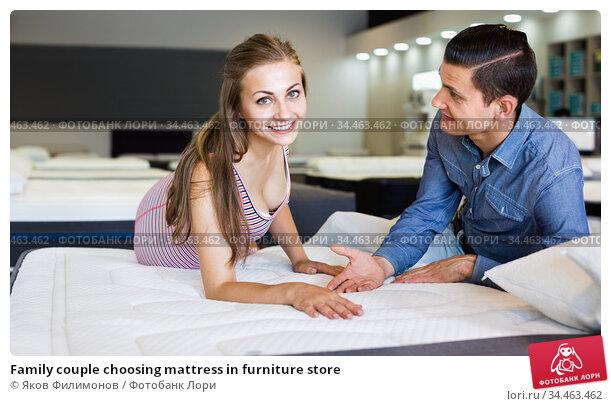 Family couple choosing mattress in furniture store. Стоковое фото, фотограф Яков Филимонов / Фотобанк Лори