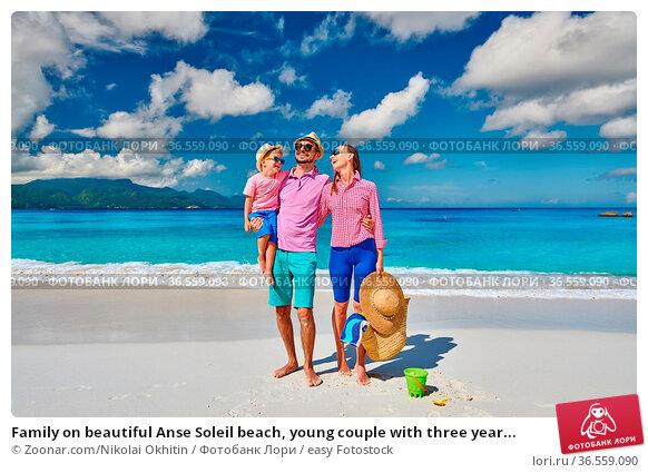 Family on beautiful Anse Soleil beach, young couple with three year... Стоковое фото, фотограф Zoonar.com/Nikolai Okhitin / easy Fotostock / Фотобанк Лори