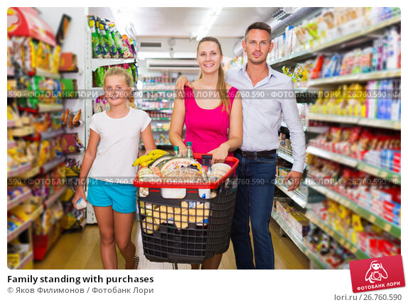 Family standing with purchases, фото № 26760590, снято 11 июля 2017 г. (c) Яков Филимонов / Фотобанк Лори