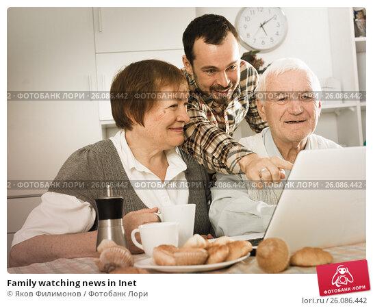 Купить «Family watching news in Inet», фото № 26086442, снято 14 ноября 2019 г. (c) Яков Филимонов / Фотобанк Лори