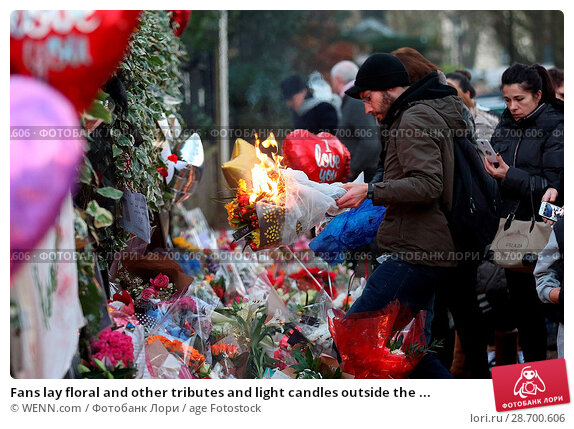 Купить «Fans lay floral and other tributes and light candles outside the home of singer George Michael in memory of the popular performer. His Range Rover has...», фото № 28700606, снято 28 декабря 2016 г. (c) age Fotostock / Фотобанк Лори