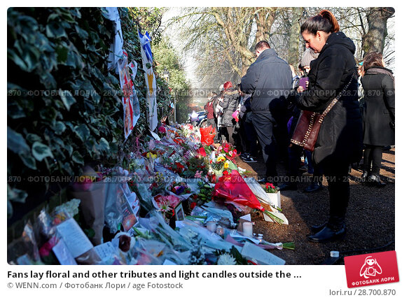 Купить «Fans lay floral and other tributes and light candles outside the home of singer George Michael in memory of the popular performer. His Range Rover has...», фото № 28700870, снято 28 декабря 2016 г. (c) age Fotostock / Фотобанк Лори