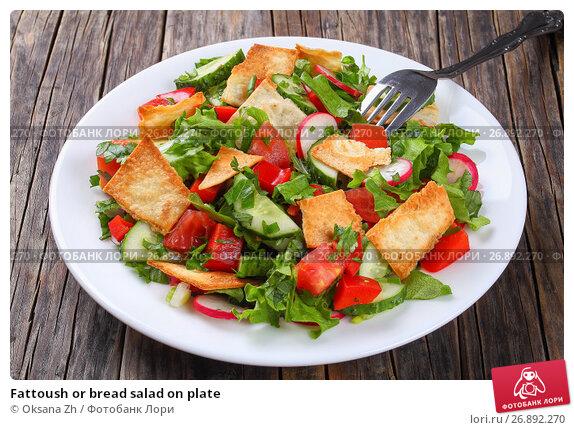 Купить «Fattoush or bread salad on plate», фото № 26892270, снято 21 февраля 2019 г. (c) Oksana Zh / Фотобанк Лори