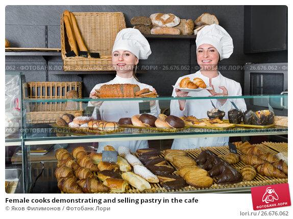 Купить «Female cooks demonstrating and selling pastry in the cafe», фото № 26676062, снято 14 декабря 2018 г. (c) Яков Филимонов / Фотобанк Лори