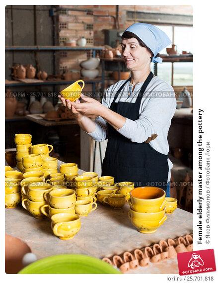 Купить «Female elderly master among the pottery», фото № 25701818, снято 12 октября 2016 г. (c) Яков Филимонов / Фотобанк Лори