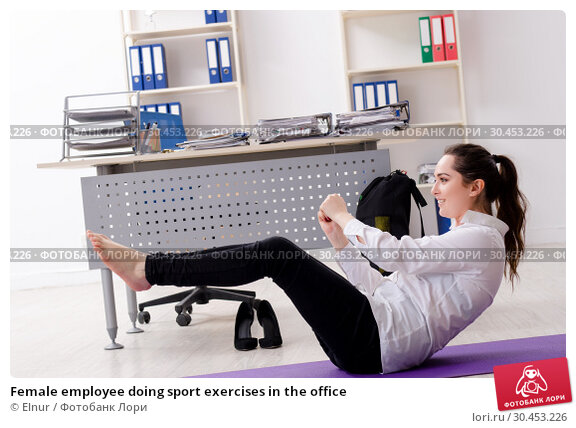 Female employee doing sport exercises in the office. Стоковое фото, фотограф Elnur / Фотобанк Лори