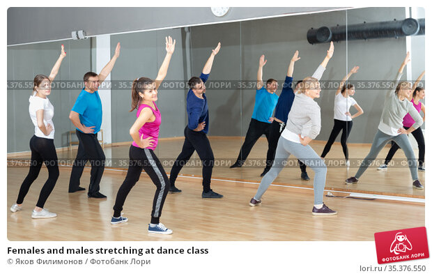 Females and males stretching at dance class. Стоковое фото, фотограф Яков Филимонов / Фотобанк Лори
