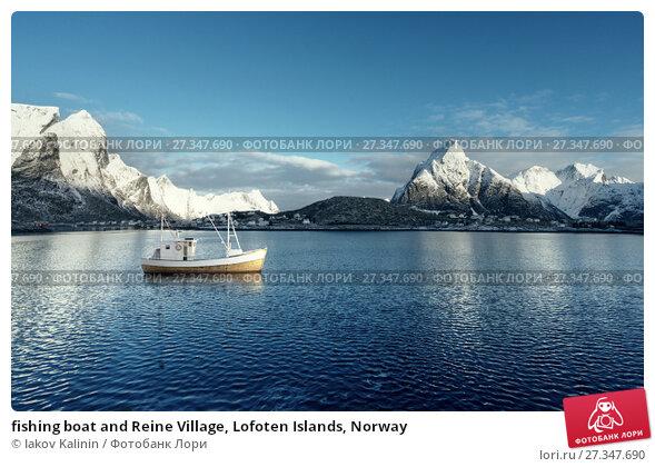 Купить «fishing boat and Reine Village, Lofoten Islands, Norway», фото № 27347690, снято 3 апреля 2015 г. (c) Iakov Kalinin / Фотобанк Лори