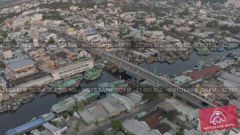 Купить «Fishing Boats parking on the river in Asia 4k Drone shot», видеоролик № 32391866, снято 4 ноября 2019 г. (c) Aleksejs Bergmanis / Фотобанк Лори