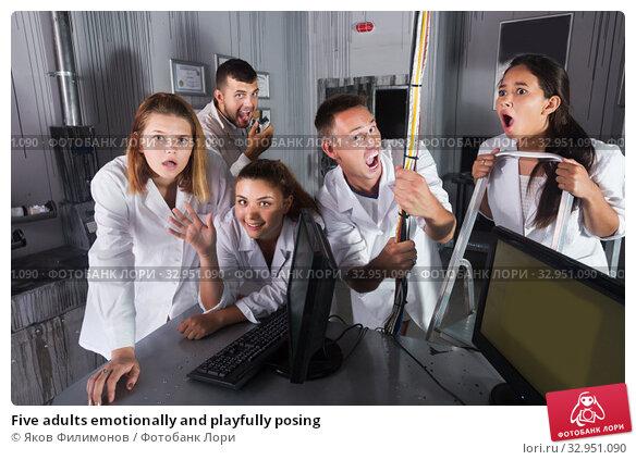 Five adults emotionally and playfully posing. Стоковое фото, фотограф Яков Филимонов / Фотобанк Лори