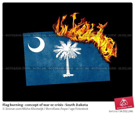 Flag burning - concept of war or crisis - South Dakota. Стоковое фото, фотограф Zoonar.com/Micha Klootwijk / age Fotostock / Фотобанк Лори