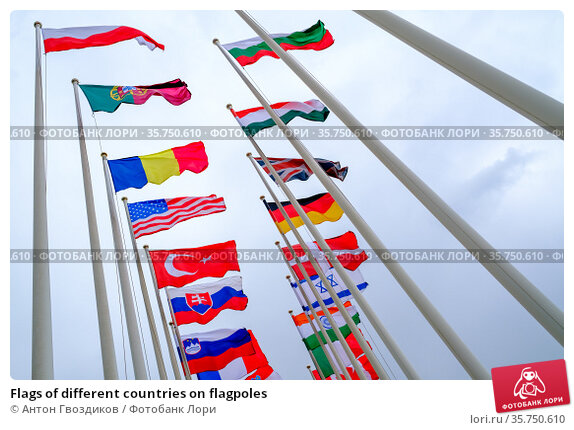 Flags of different countries on flagpoles. Стоковое фото, фотограф Антон Гвоздиков / Фотобанк Лори