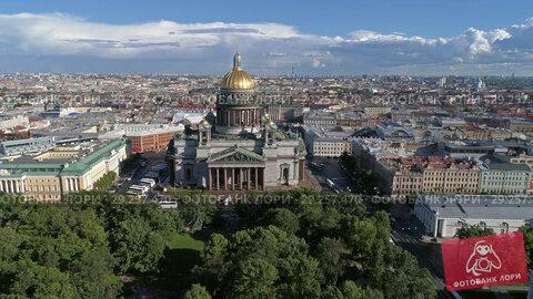 Flight near Saint Isaac's Cathedral, Russia (2018 год). Стоковое видео, видеограф Михаил Коханчиков / Фотобанк Лори