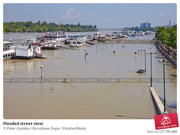 Купить «Flooded street view», фото № 27795466, снято 24 февраля 2018 г. (c) PantherMedia / Фотобанк Лори