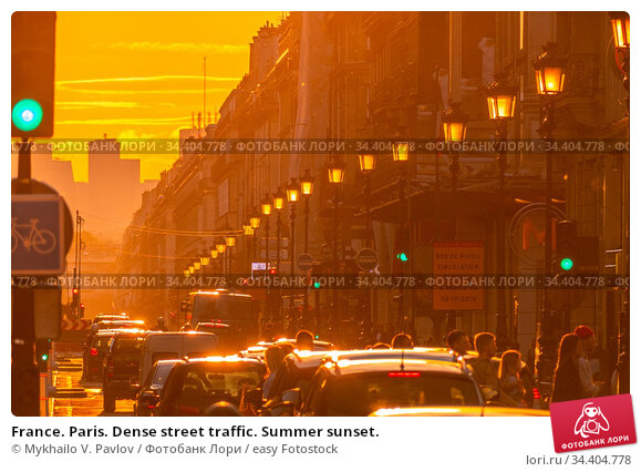 France. Paris. Dense street traffic. Summer sunset. Стоковое фото, фотограф Mykhailo V. Pavlov / easy Fotostock / Фотобанк Лори