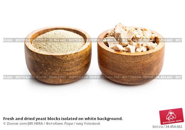 Fresh and dried yeast blocks isolated on white background. Стоковое фото, фотограф Zoonar.com/JIRI HERA / easy Fotostock / Фотобанк Лори