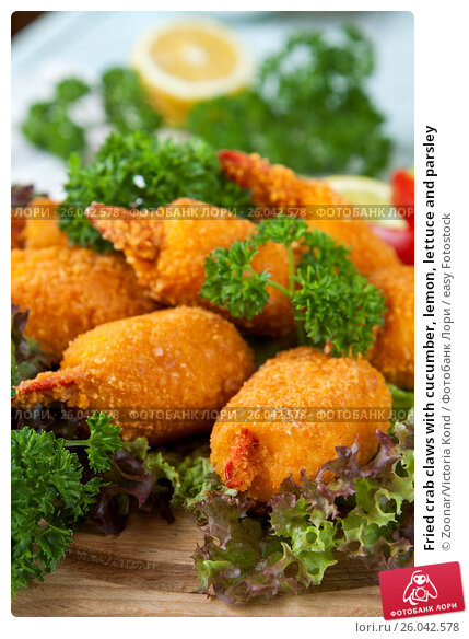 Fried crab claws with cucumber, lemon, lettuce and parsley, фото ...