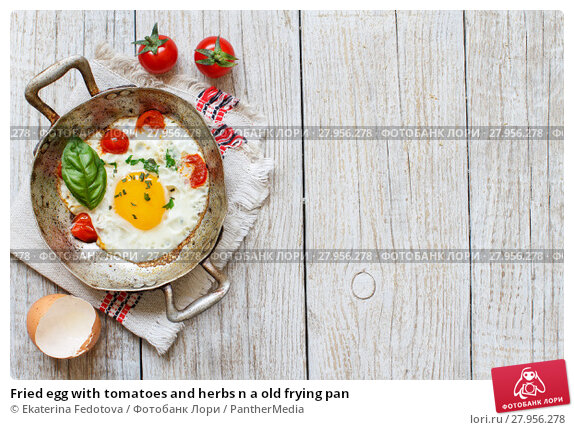 Купить «Fried egg with tomatoes and herbs n a old frying pan», фото № 27956278, снято 23 апреля 2019 г. (c) PantherMedia / Фотобанк Лори