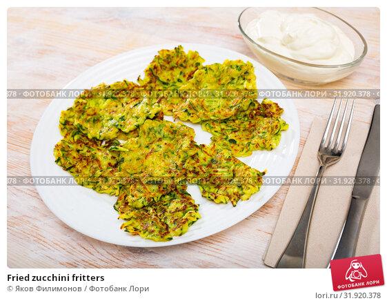 Купить «Fried zucchini fritters», фото № 31920378, снято 20 августа 2019 г. (c) Яков Филимонов / Фотобанк Лори