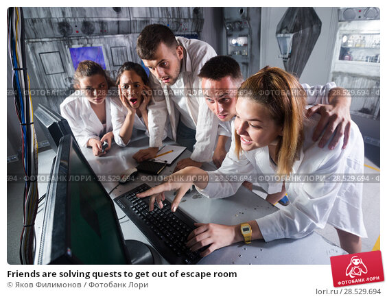 Friends are solving quests to get out of escape room. Стоковое фото, фотограф Яков Филимонов / Фотобанк Лори